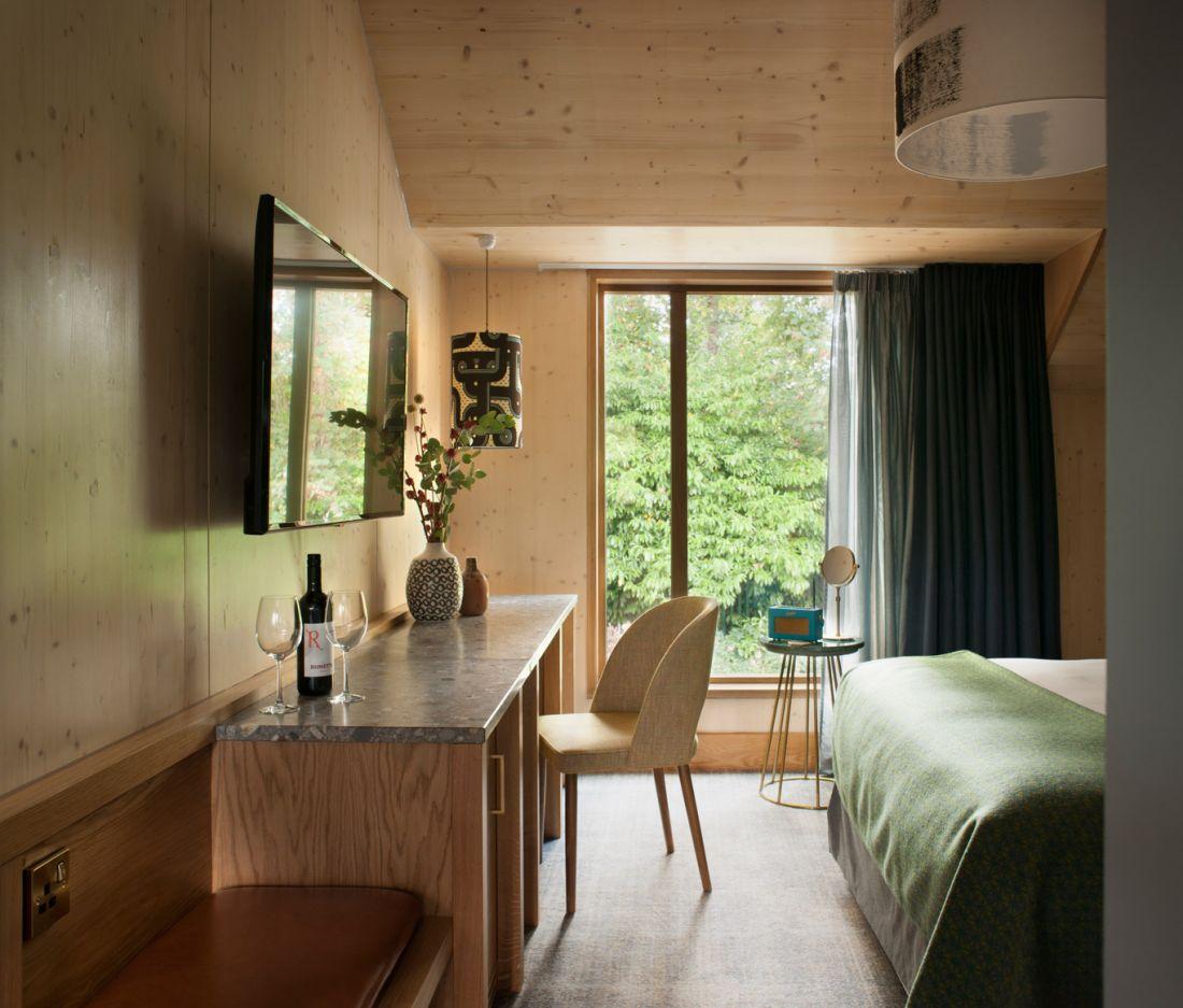 Oakman-Inns-Royal-Foresters-Bedroom